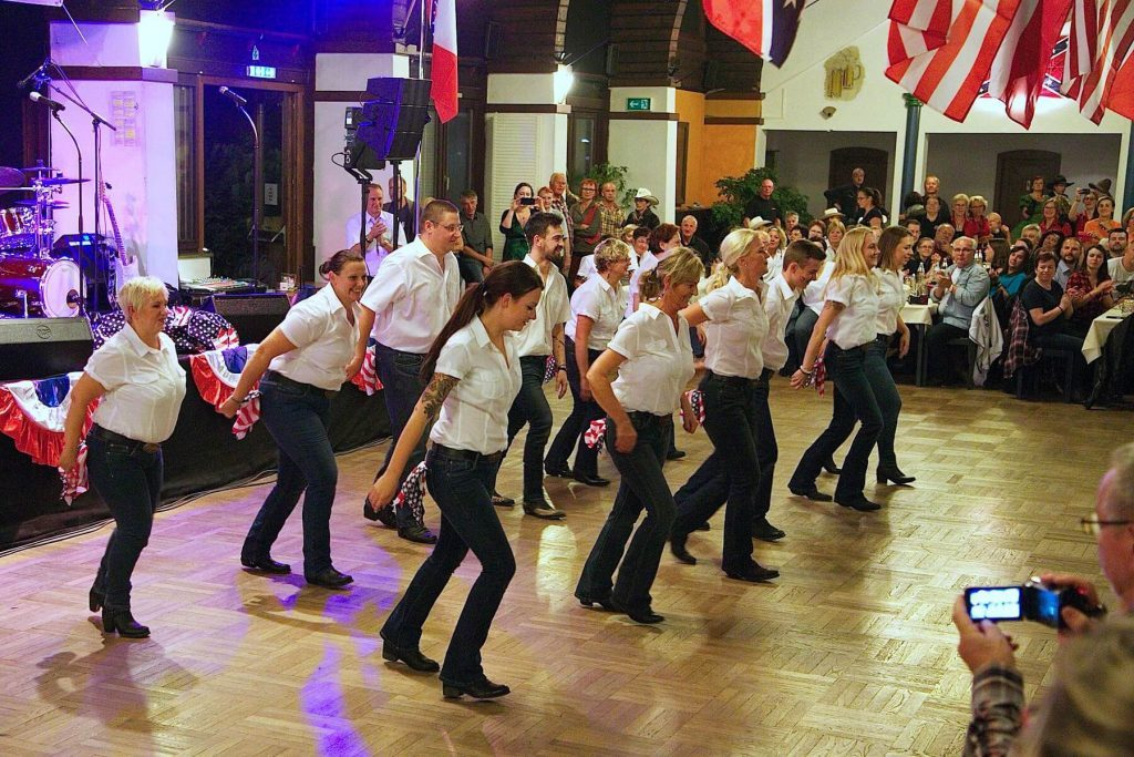 Line Dance Auftritt von den PipeLiners